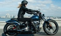 woman-riding-harley